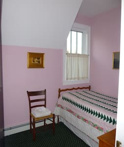 Walton Grove Cottage: single room - House