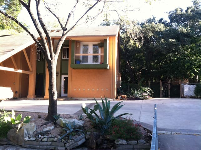 Private Bed&Bath w/Balcony-Pets OK - Austin - Bed & Breakfast