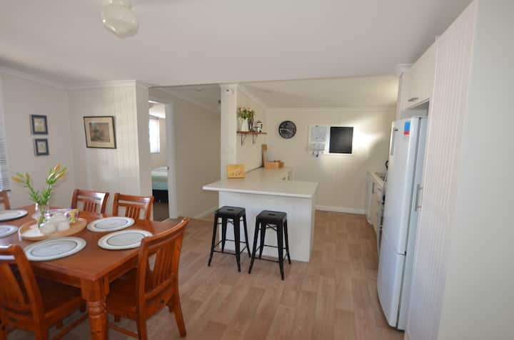 Enjoy Bathurst with Friends and Family, 4 Bedroom.