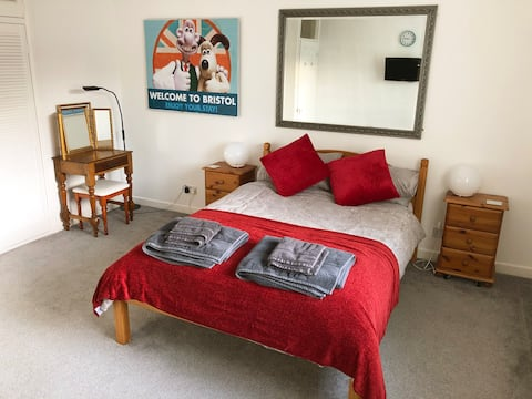 Spacious and Comfortable 1 Bedroom Flat