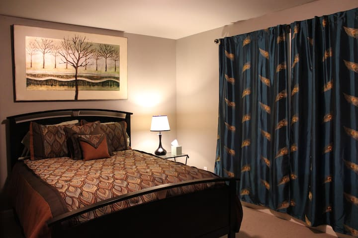 Queen Room, private, hot tub, 420 - Monroe - House