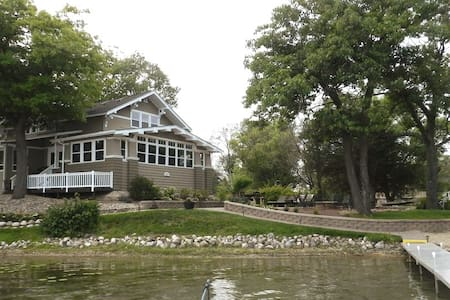 7 BR Retreat Lake House - Sleep 22 in Beds