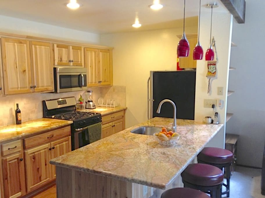 Kitchen: Fully Remodeled & equipped w/ Stainless steel appliance/granite countertop.