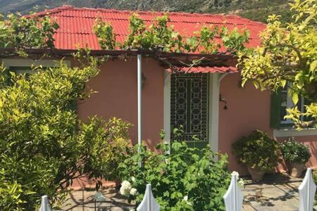 Traditional Cottage in Valeriano - Kateleios - Talo