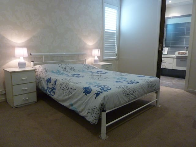 Private EnSuite room4 in Point Cook - Point Cook - Dom