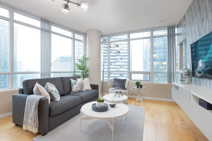 Waterfront Luxury - 2BR + 7ppl + Free Parking
