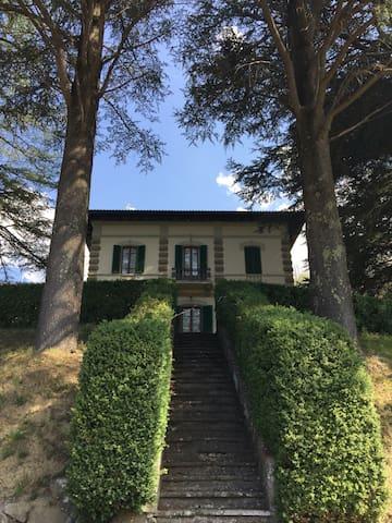 Camera e bagno privato in villa - San Marcello Pistoiese - Villa