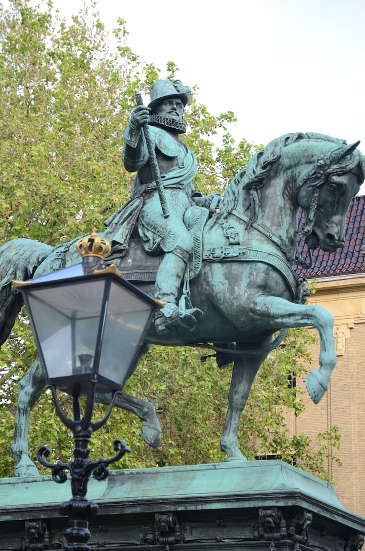 Statue William of Orange