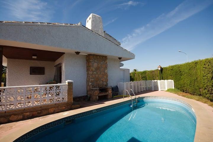 Spacious villa by beach, pool, wifi