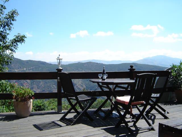 Casita La Luna, Pitres, Granada.