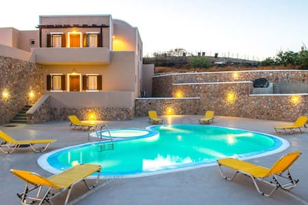 Apartments 1 km away from Fira PLV