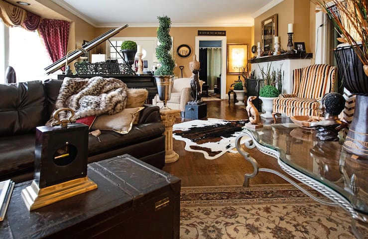 The Montego Bay House Toledo (living room)