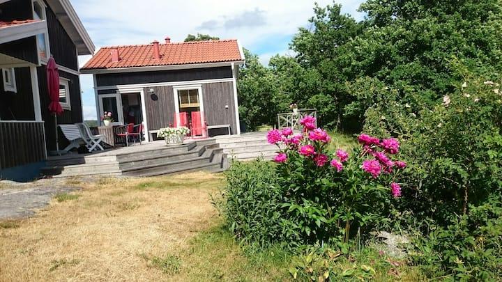 Litet hus på Mjölkeröds golfbana.