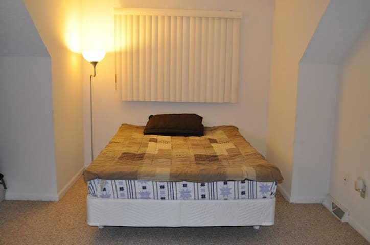 A room in RV apartments - Rochester - Apartemen