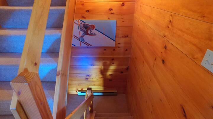 Hunter Getaway Mountain Top Condo Ski In/ Ski Out