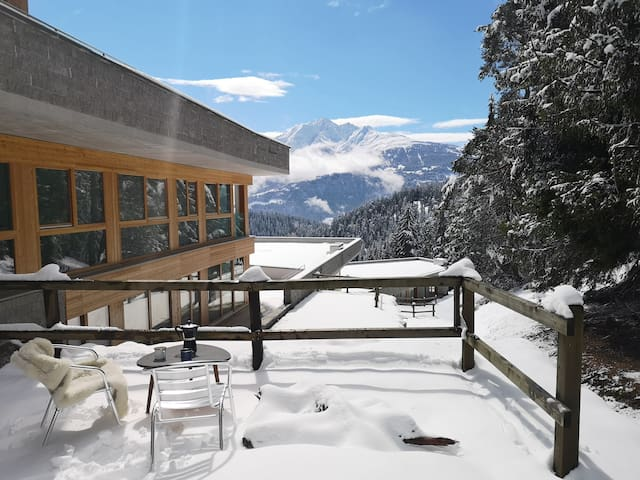 Secluded mountain view apt, walk to LAAX lifts