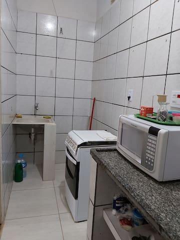 Apart. completo - com cozinha -  próximo HB - HC