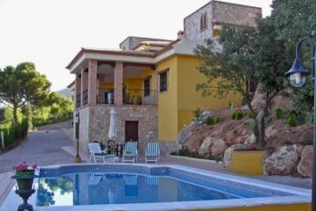 Swimming pool & Villa