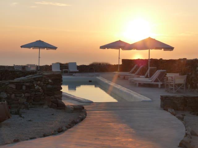 Folegandros-Villa Myrtia & pool - Folegandros - Rumah