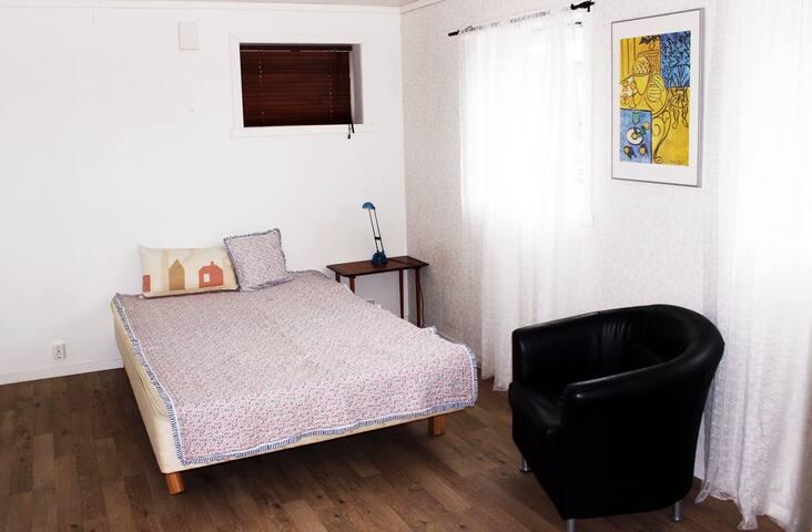 Bright 2-room with garden area. Quiet, yet central - Bergen - Apartment