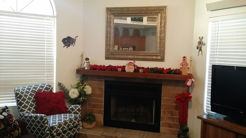 Quaint 2 BR/3 beds, 2BA condo, Walk to Shops, Food - Ruidoso - Kondominium