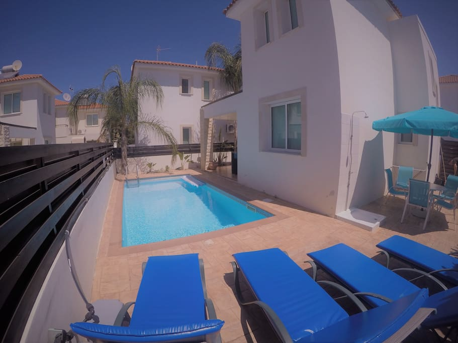 Private pool area with 4 sunbeds & outdoor dining