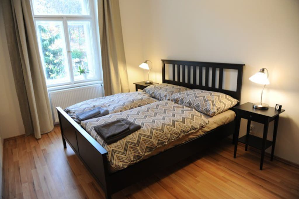 Bedroom with queen size double bed.