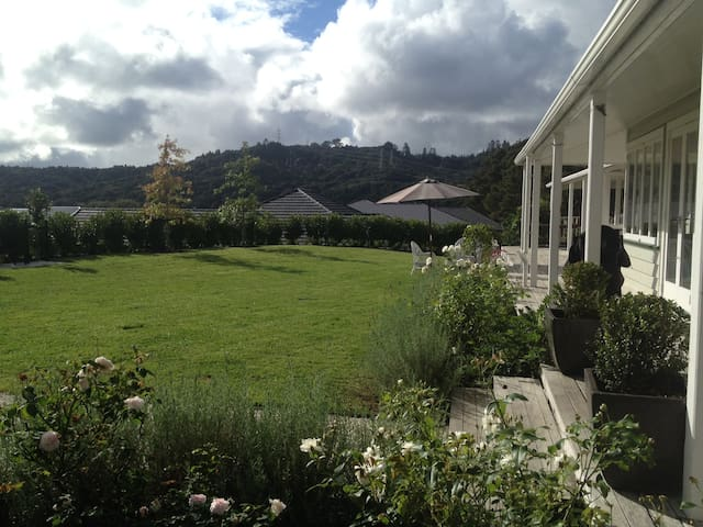 Two beauitful double bedrooms in a gorgeous house! - Kumeu - Haus