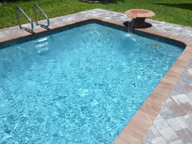 Orlando Area 5/2 Pool Disney Universal Daytona