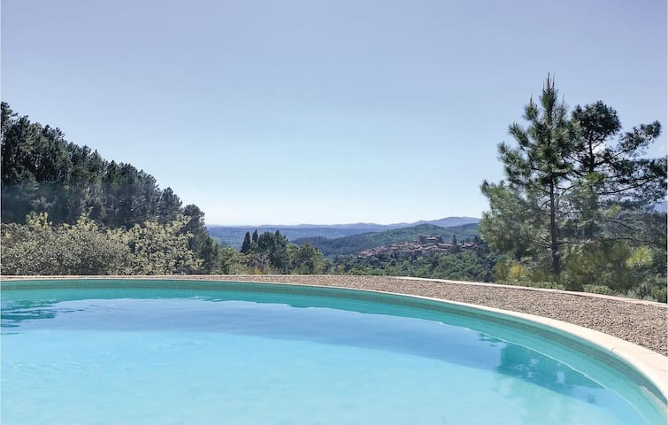 Holiday cottage with 4 bedrooms on 150m² in Montauroux, Var