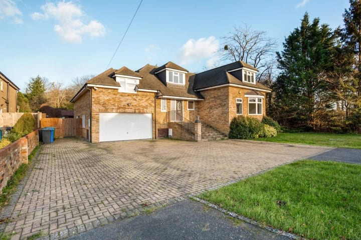 Beautiful Family Home With All Mod Conveniences