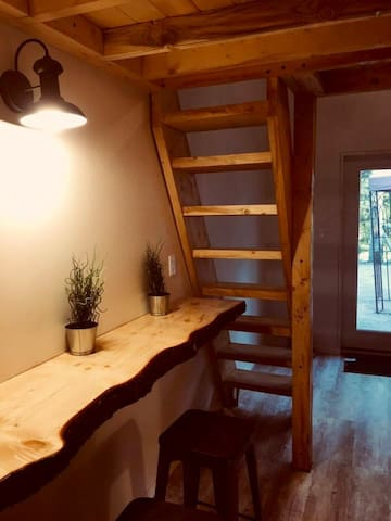 Chic Tiny Loft #2 with Hot Homemade Breakfast