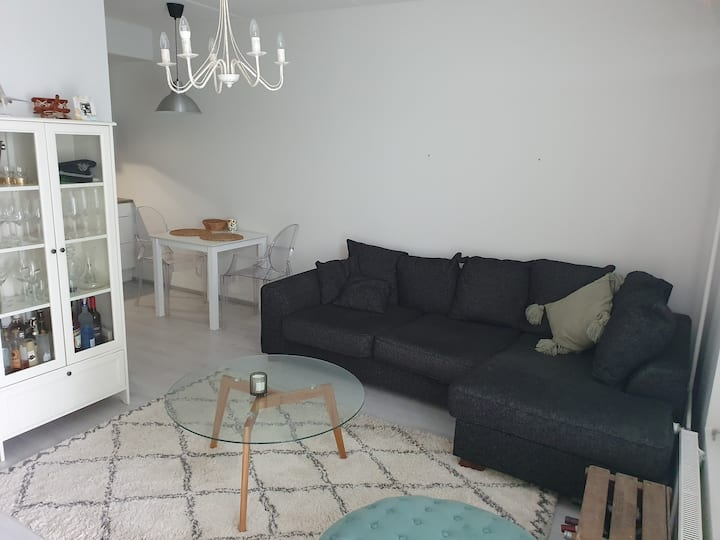 2room apartment w/ big balcony w/ good connections