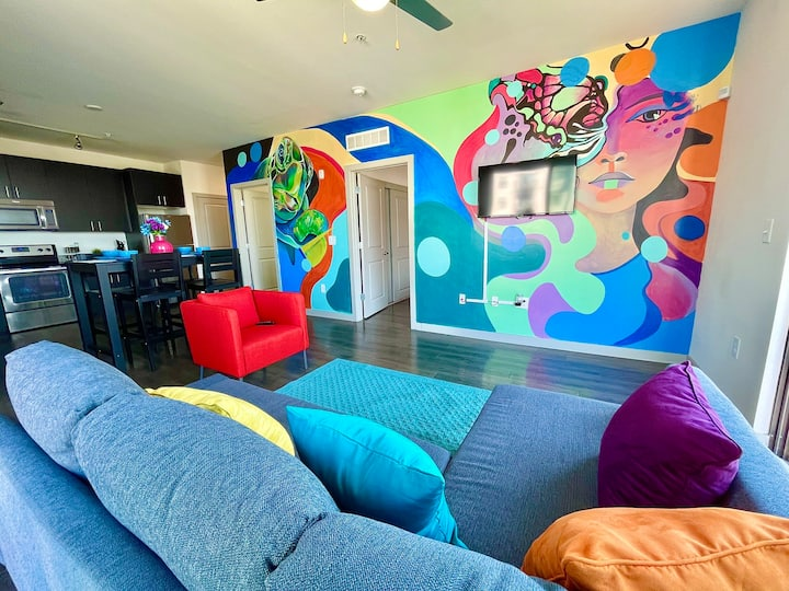 5⭐️ ⭐️⭐️⭐️⭐️ Art Loft 🎨 2 BR 2 BA + River View +Balcony