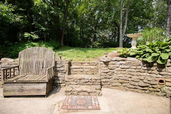 Backyard/sideyard