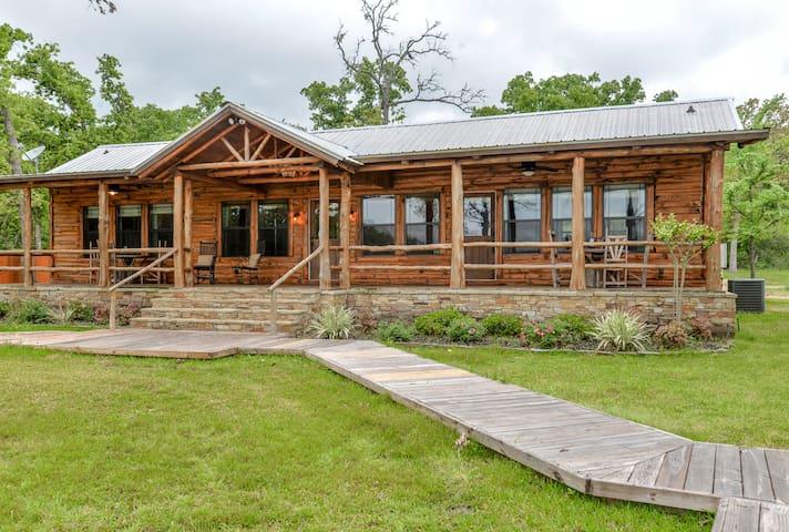 Schiller Screaming Eagle Lakeside Cabin A&M - College Station - Srub