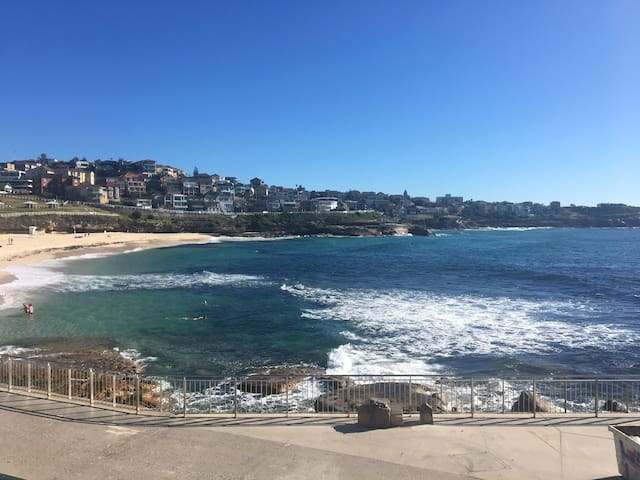 Modern apartment only 200m from Bronte Beach - Bronte - Apartamento