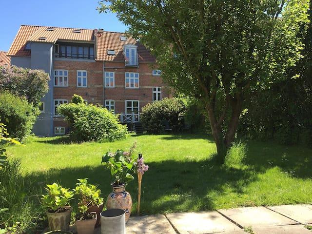 Lejlighed med have i Århus C