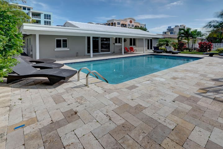 Modern Beach Home - Pool - on the water with dock - Deerfield Beach - Hus