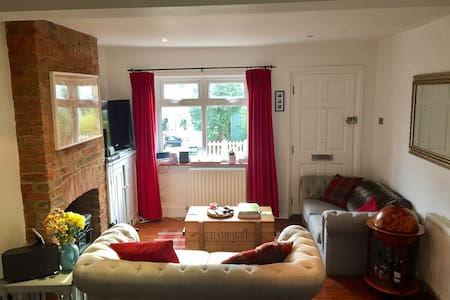Beautiful 2 bedroom period house - Hertford - Casa