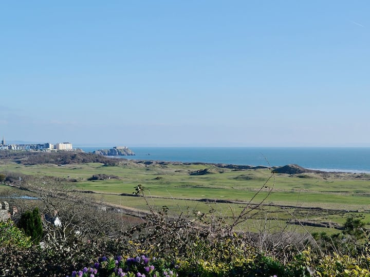 Pembrokeshire 2 Bedroom apartment with sea views
