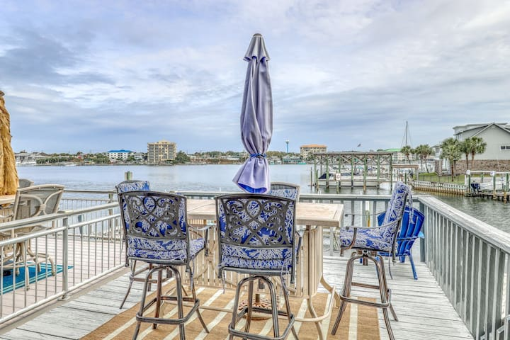 Gorgeous waterfront home w/ a private boat slip - close to the beach!