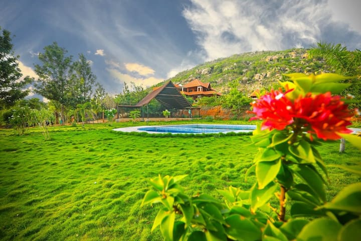 Aura foothills-Nandi Hills-Luxurious Villa-Pool