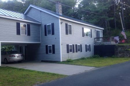 Lovely Lakehouse near Mt. Sunapee - Sleeps 12 - Acworth