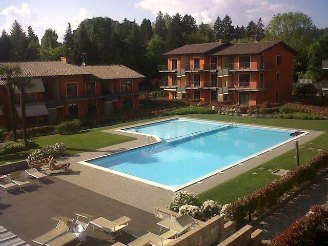 Appartamento con giardino e ampia piscina comune