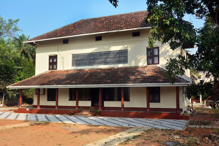 PALAT HERITAGE HOME IN KERALA (MALATHI ROOM)