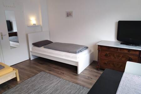 Schönes Zweibettzimmer TV Badewanne Witten Mitte