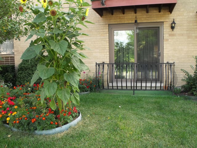 Comfortable room with bathroom and parking space. - Chicago - Appartamento