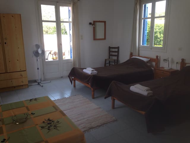 Stamoulis Apartments Room 3