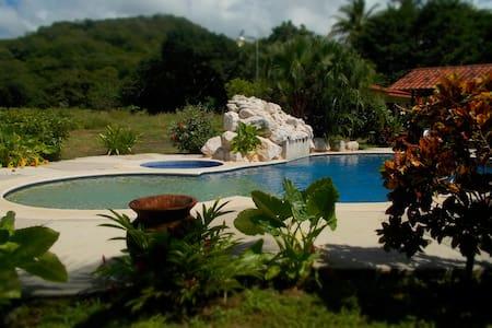 Private Villa 5 minutes to Beach - Playa del Coco - Casa de campo